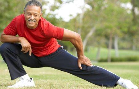Для снятия боли в мышцах физические упражнения также эффективны, как и массаж