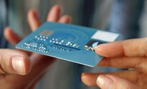 Каждая двенадцатая кредитная карточка содержит бактерии и частички фекалий