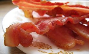 Бекон и переработанные мясные продукты приводят к мужскому бесплодию