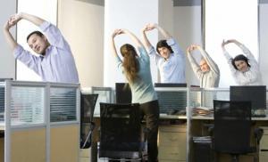 Даже несколько минут тренировок в день помогают держать вес в норме