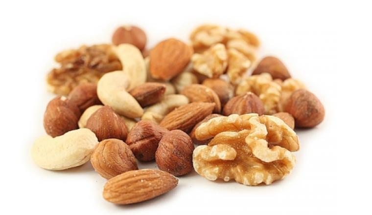Орехи защищают сердечно-сосудистую систему и помогают контролировать вес